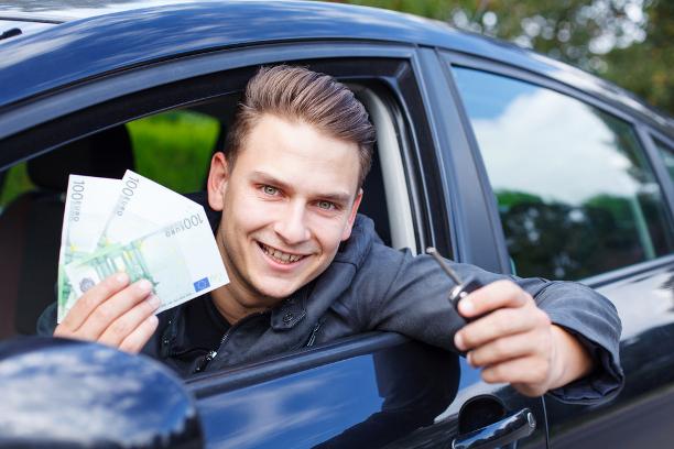 Käsiraha autoa ostaessa - Kannattaako auto ostaa ilman käsirahaa?